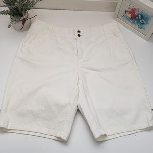 CHICOS PLATINUM WHITE/CREAM DENIM SHORT SIZE 1